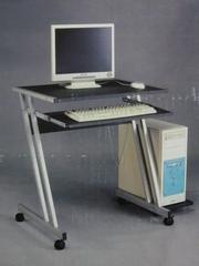 Продам компьютерный стол маленький