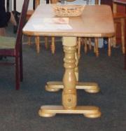Деревянные столы для кухни и столовой