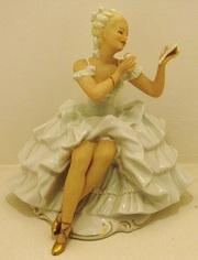 Старинная статуэтка Девушка с зеркалом