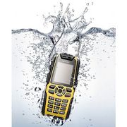 Сверхпрочный мобильный телефон для туристов