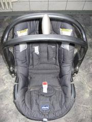 Автомобильное кресло  Chicco Auto-fix группы 0+