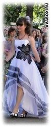 Продам выпуское платье