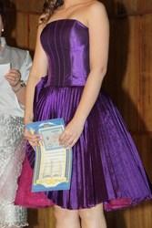 Продам фирменное и эффектное выпускное платье