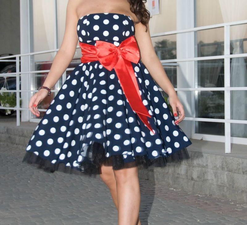 СРОЧНО ПРОДАМ!Вечернее(выпускное) платье и туфли!В ОТЛИЧНОМ СОСТОЯНИИ!Платье:Размер: 40-42 Цвет: темно-синий в