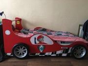 Детская кровать в виде спортивной машины
