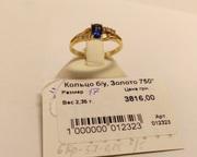 Золотое кольцо с бриллиантами и сапфиром.