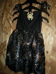 Карнавальный костюм ведьмочки на Хеллоуин.