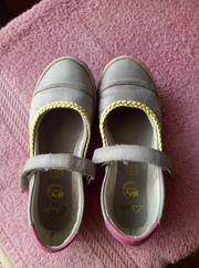 серые туфельки clarks. очень удобные. размер 12