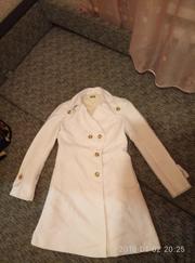 очень красивое белое пальто united colors of benetton размер 44
