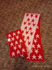 очень красивый шарфик в звездочках divided.
