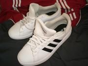 Продам кроссовки Adidas Grand Court Base,  идеал,  оригинал 100 %,  можно пробить по данным на бирке,  привезены из Англии,  брали для себя но ошиблись с размером. По стельке 27, 5 см,  но надо примерять конечно. Обувь в идеале. Легкие,  удобнейшие,  на ноге смотр