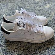 Продам кроссовки ADIDAS STAN SMITH,  в идеале. Кожа,  фирменные.